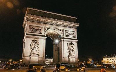 Explorer la capitale de la France : pourquoi opter pour le taxi privé pour se déplacer ?